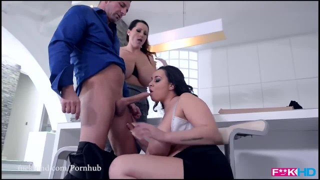 Fuckinhd : Big Titty Pizza Delivery - Working for the Tip of his Dick