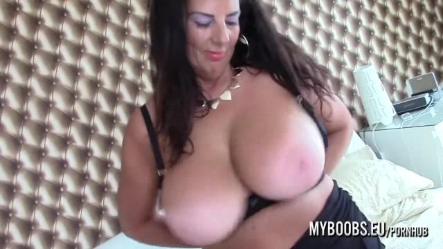 Busty Cougar Lulu Lush Masturbate and JOI