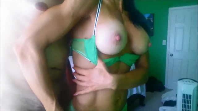 Ripped Woman Tuggin' while rubbed-HOT