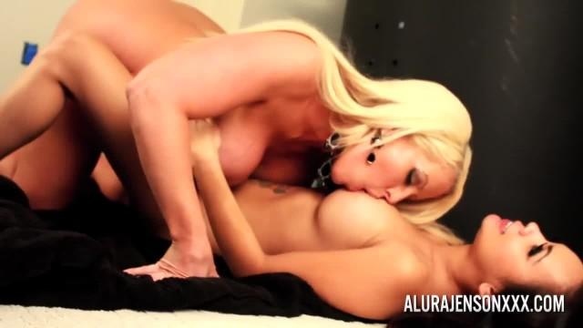 Alura Jenson Making her Girlfriend Tya Quinn Cum