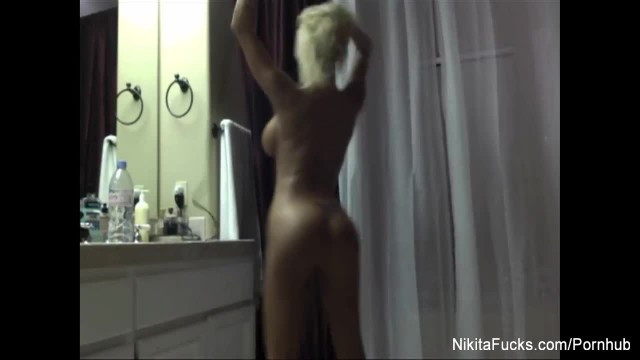 Nikita Von James Drys off Nude