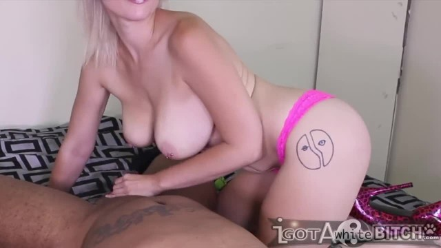 Nadia White Swallows Don Whoe 's Cock like a Pro