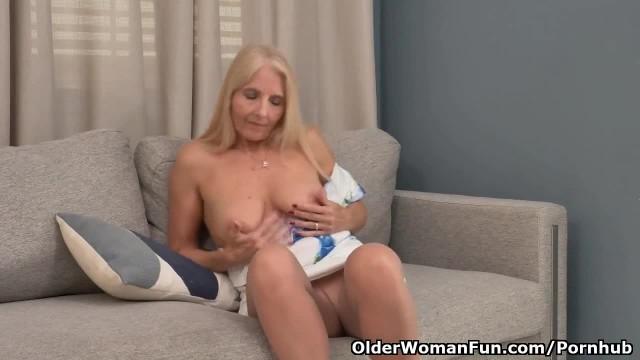 Florida GILF Chery Leigh needs to Rub her Pantyhosed Pussy