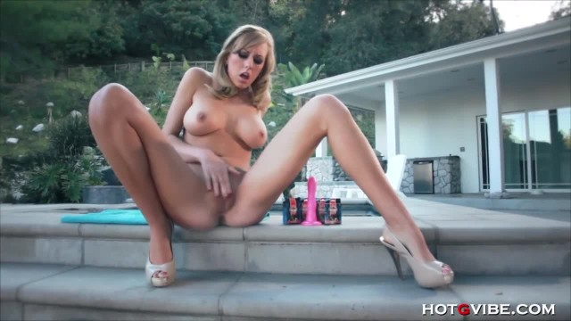 Brett Rossi gives her Pussy a Good Pounding