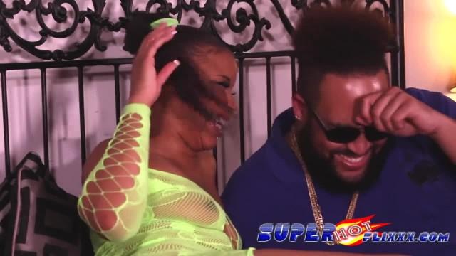Ebony SLUT gets Nasty on Small Dick