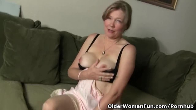 Amateur Mom looks so Hot in her Stockings