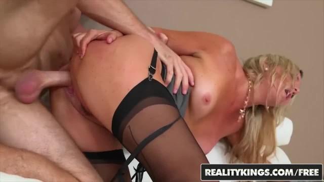 MILF Hunter - Angela Levi Cash - Business Pleasure