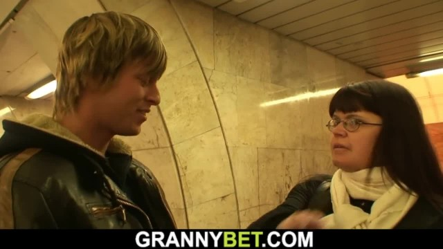 Young Guy Hooks up Big Boobs Mommy in Metro