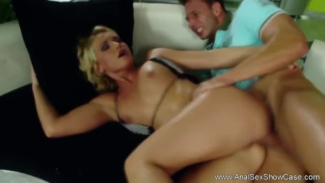 Blonde Chick is Ready to be Fuck in the Ass