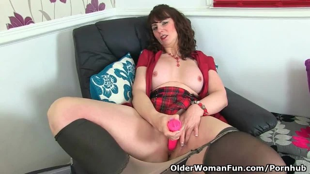 Scottish MILF Toni Lace can't Control her Throbbing Pussy