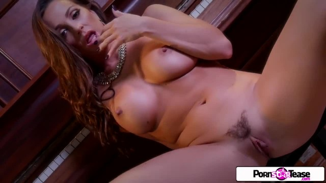 Abigail Mac use her Fingers and Show you how much she Loves to Cum for you