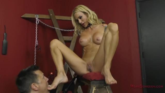 Mistress Sarah Jessie - Perfect 10 Domme - Ass Worship & Foot Worship