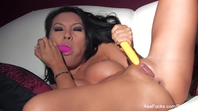 Amazing Asa Akira DPs herself with Toys