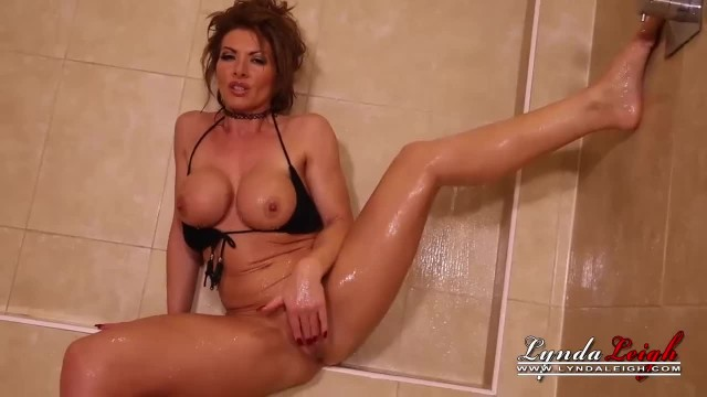 Lynda Leigh MILF Strips Naked in Shower and Wanks her Pussy