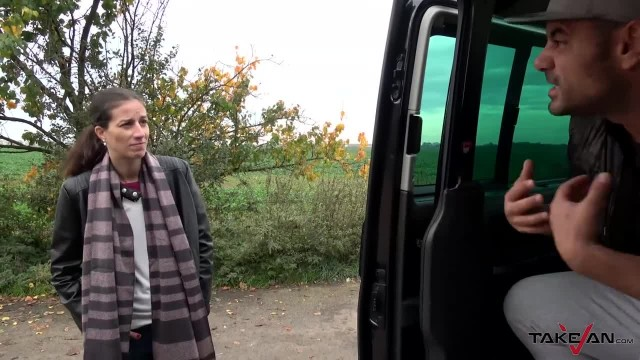 Withered MILF Standing by the Road Exchange Warm Place for Fuck in Car