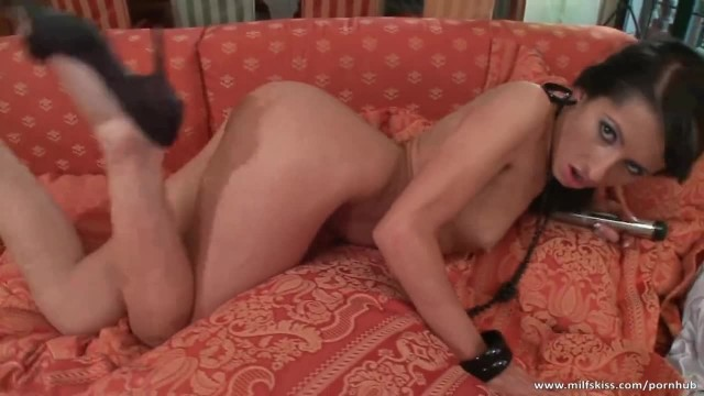 Gorgeous MILF Satisfies her Sexual Urge with Dildo