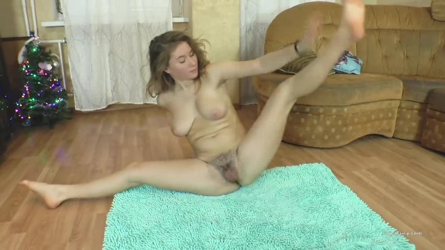 Flexible Teen ElzaFlex do Gymnastic and Masturbate