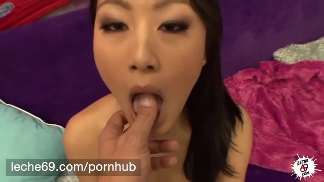 LECHE 69 Stunning Asian Babe Takes it Deep