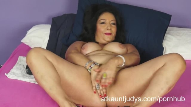 Isis Toys her MILF Pussy to get off for you to Watch