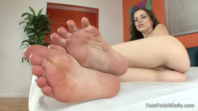 Lexi Belle - Foot Fetish JOI