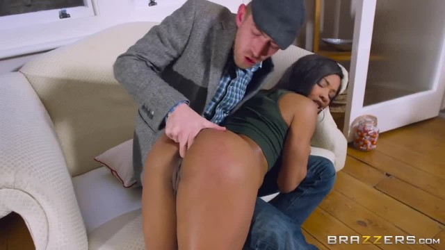Ebony Babe Kiki Minaj Loves Anal and Big White Dick - Brazzers