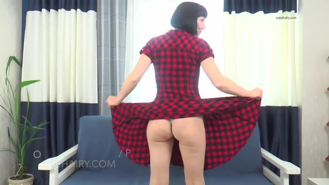 Hairy Laura on Oopshairy.com