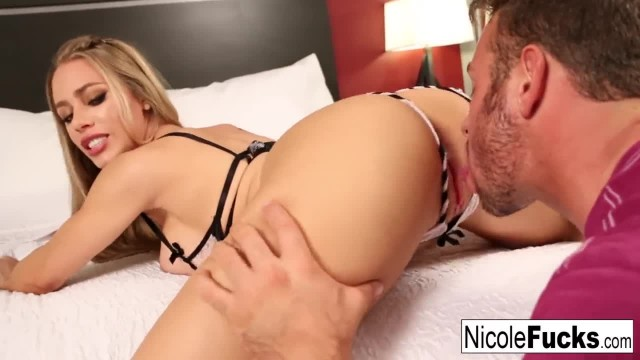 Blonde Hottie gets her Pussy Eaten until she Cums