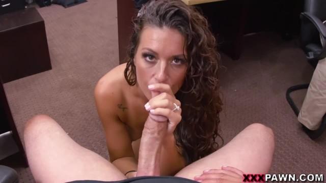 Amateur Victoria Banxxx Trades Sex for a Laptop on XXXPawn