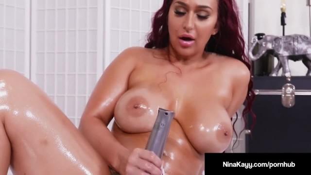 Hot Bubble Butt Nina Kayy Fucks Hitachi so Hard she Squirts!