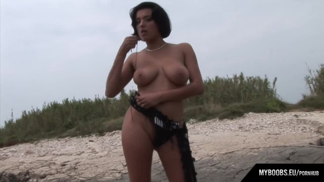 Extasi Masturbate and get Orgasm on the Beach