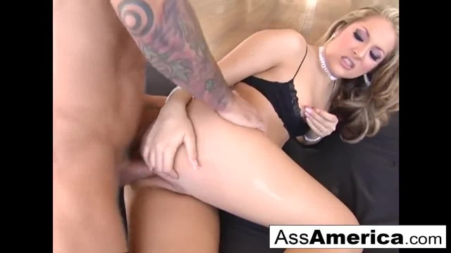 Horny Chelsea Rae Takes the Cock Deep