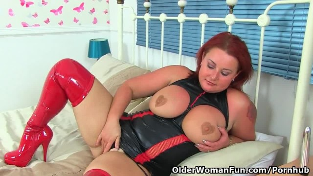 UK MILF Diamond Wears Red Boots and Fucks a Dildo