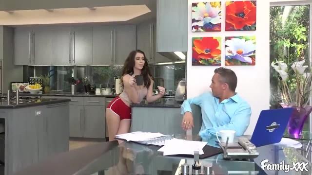 Joseline Kelly Knew her Stepdad was Watching her Undress