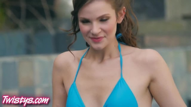 pamela anderson naked on beach