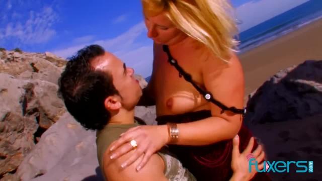 MILF has Anal Beach Sex