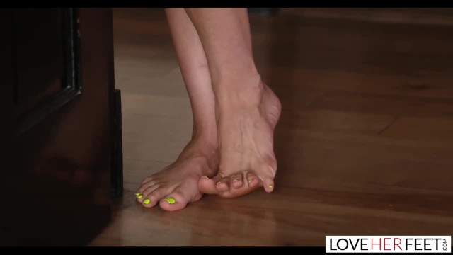 LoveHerFeet - Stepmom Teaches me the Art of Foot Sex