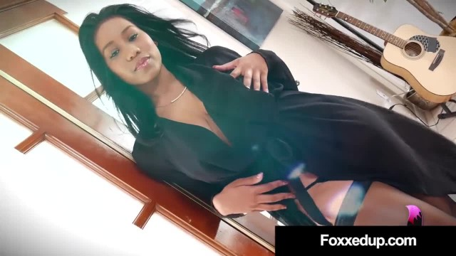 Sweet Young Babe Jenna Foxx Finger Fucks her Hairy Wet Muff, Showing her Pi