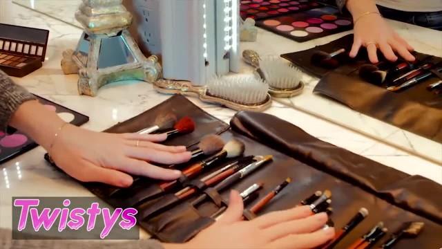 Twistys - Curvy MILF Chanel Preston Dominates Petite Blonde Anny Aurora