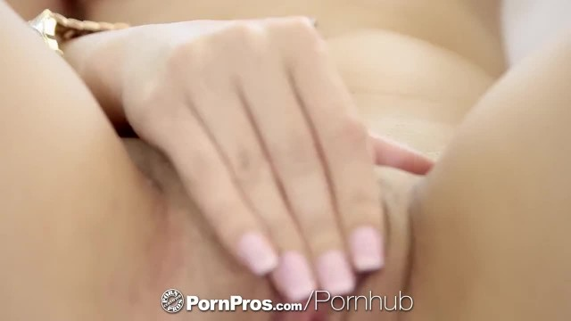 PornPros - Mia Scarlett gives Lewd Lap Dance for a Thick Cock