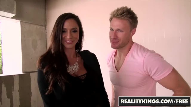 MILF Hunter - Naughty Mom Ariella Ferrera gets some Dick