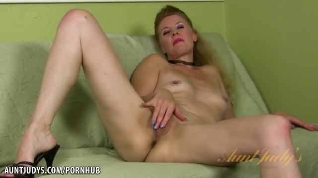 Lovely Lacy Plays with her Snatch
