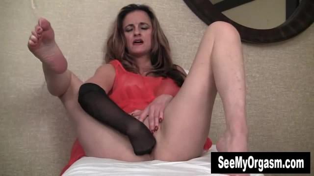 MILF Tirrza Masturbating her Pussy with A Nylon