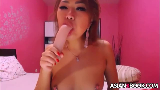 Sexy Asian Babe Toys her Pussy