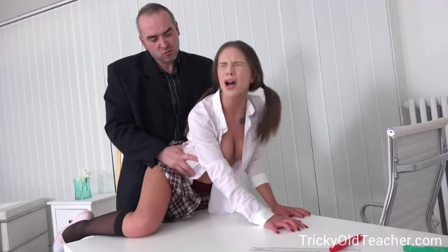 Tricky old Teacher - Student Shocks her Classmates by Fucking Teacher