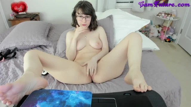 Nerdy Young Girl in Glasses with Big Ass Masturbating and Twerking