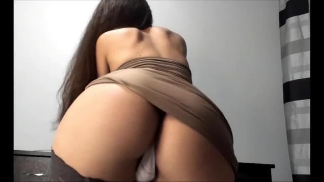 Bubble Butt MILF Teasing on Webcam