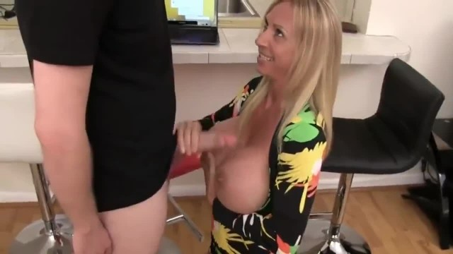My Mature Stepmother Sucks my best Friend's very Big Cock like a Master