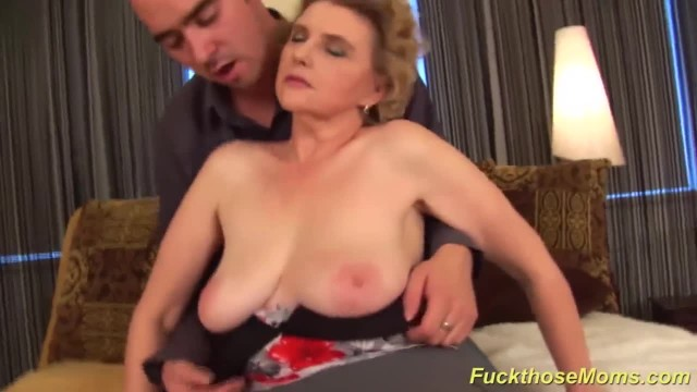 Amateur Chubby Moms Gives first Tit Job