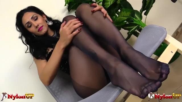 Mistress Alexya Showing her Footjob Skills