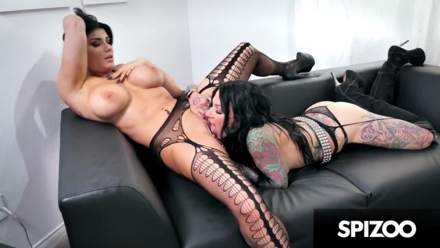 Inked Babes Romi and Jenevieve Tribbing a Dildo with 2 Heads